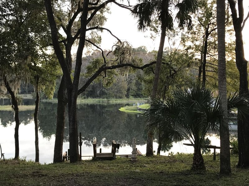 Somewhere... Perfect Location for Boaters – semesterbostad i Dunnellon