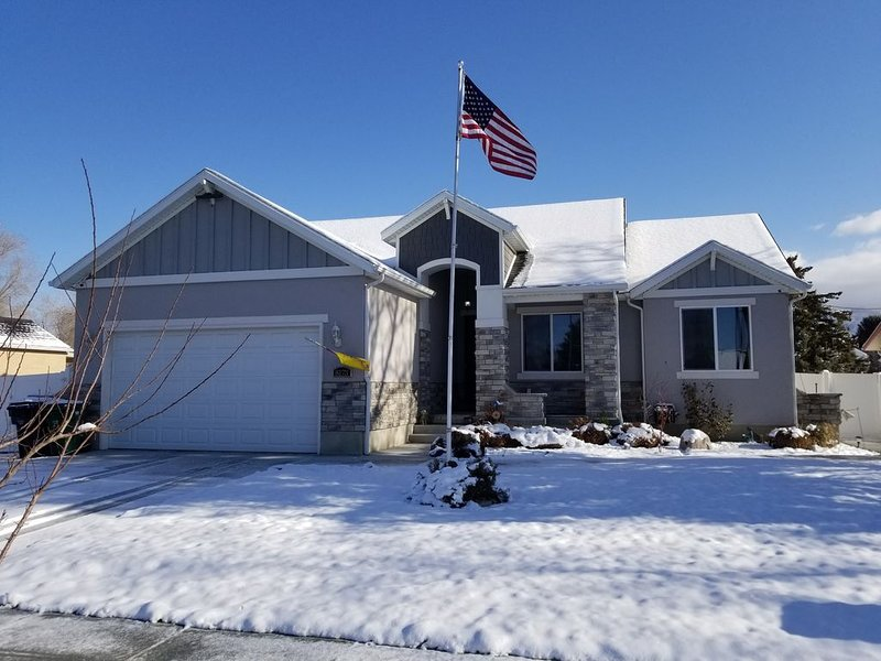 5 Star Sandy, UT home. Near the best skiing in the world., location de vacances à Midvale