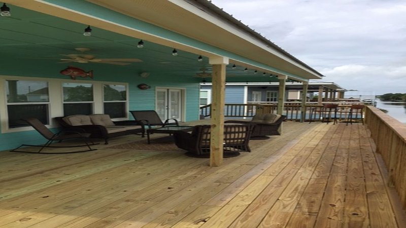 Just Completed....Camp right  on the water, alquiler de vacaciones en Lake Charles