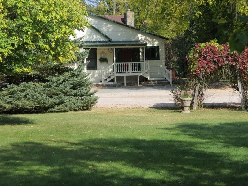 Lovely  country home on historic eight acre estate in the black hills, location de vacances à Rapid City