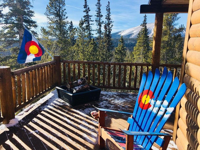 Cozy Cabin with HOT TUB & AMAZING Views!!, holiday rental in Fairplay