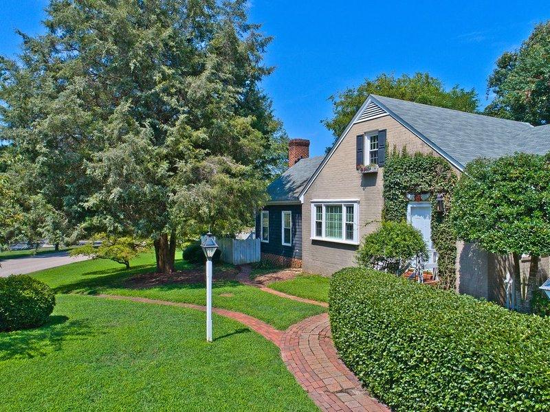 2,000 Sq Ft Cottage in Historic Yorktown (dba Yorktown Cottages), vacation rental in Smithfield