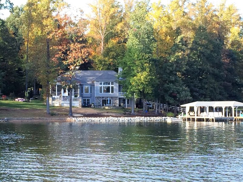 The perfect Lake Anna waterfront home!  Hot tub, screened porch, amazing views!, holiday rental in Mineral
