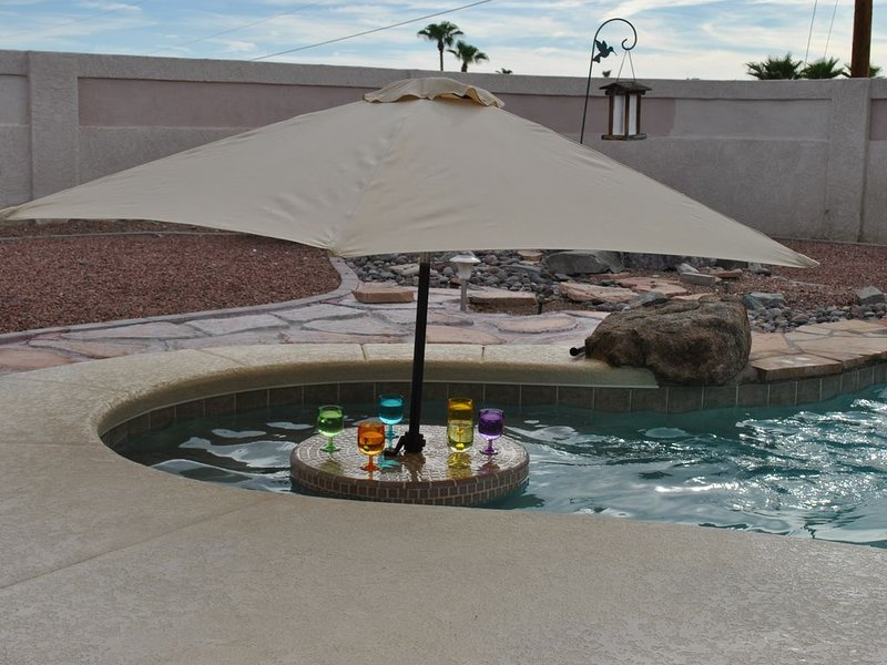 newer executive style pool home with easy boat parking, casa vacanza a Lake Havasu City