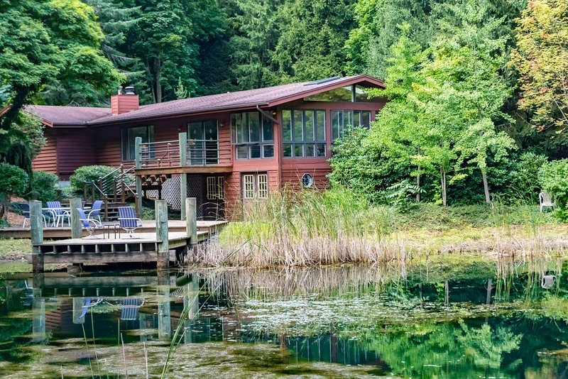 Quiet, tranquil retreat close to beaches and all the area has to offer., vacation rental in Allegan County