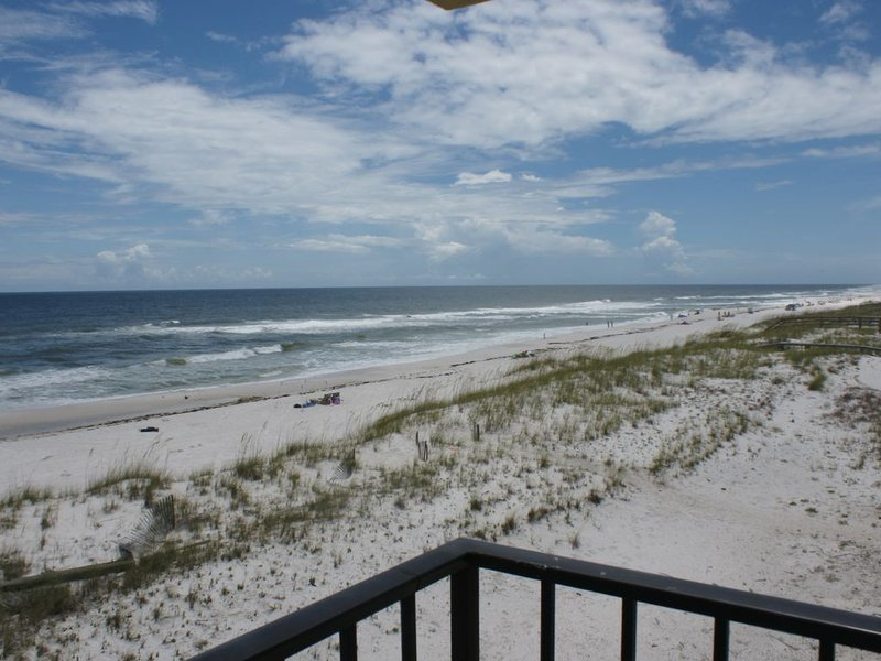 Quaint Beachfront 3 Bedroom Condo - Now Accepting Reservations - Beaches Open, location de vacances à Perdido Key