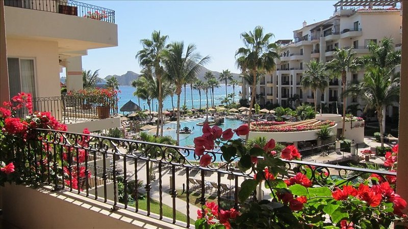 JUST THREE UNITS FROM THE OCEAN *Beach Front Property*, location de vacances à Cabo San Lucas