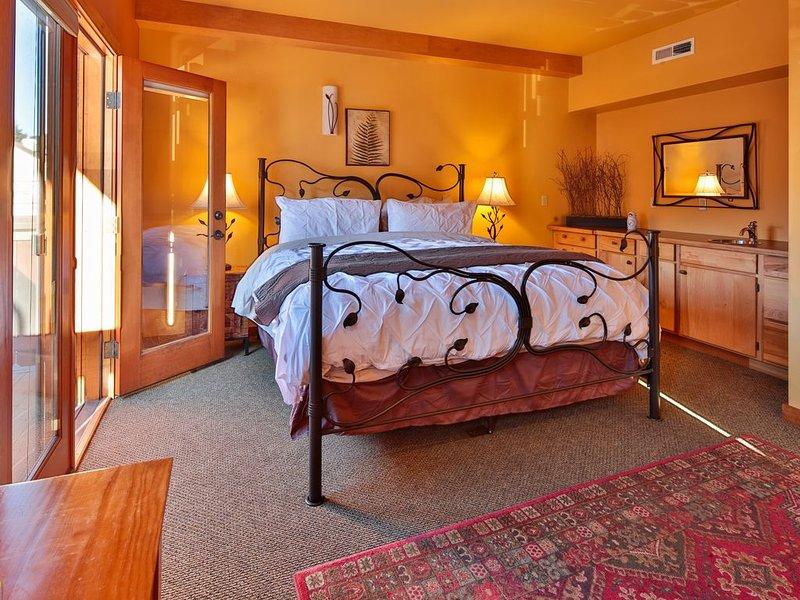 Solstice Suite~King Bed~Full Kitchen~Downtown~Walk Everywhere!, location de vacances à Peshastin