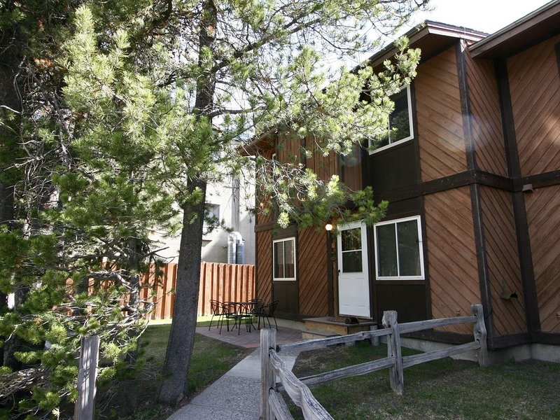 Trails Edge Retreat - West Yellowstone Townhouse, holiday rental in West Yellowstone