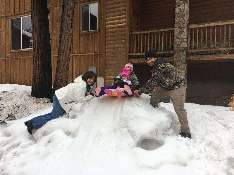 ¡Los Sifuentes se divierten en el invierno en King's Cabin!