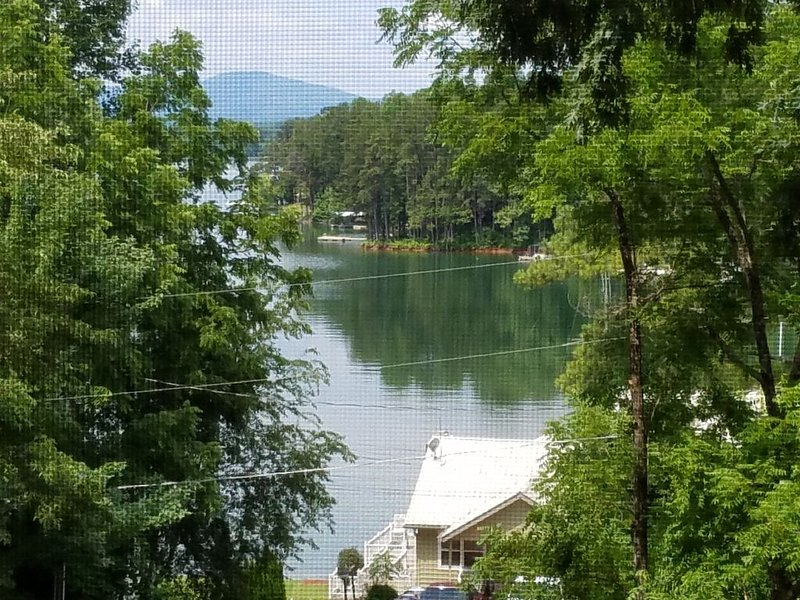 We're OPEN Lake Chatuge Country Cottages Little Red FREE WiFi Parking Prem Chnls, holiday rental in Hayesville