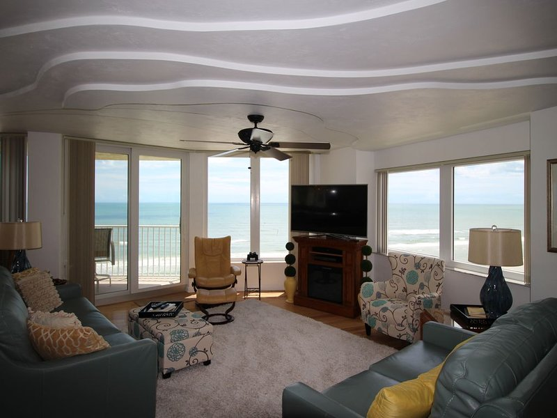 LUXURY BEACH FRONT 3 Bd Rm, 3 Bath including Mst Spa 'Driving Prohibited Beach', vacation rental in Ponce Inlet