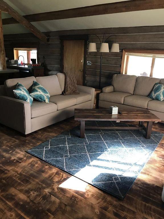 MT rústico vivendo- 7 milhas de geleira! Grande sala de estar aberta conceito