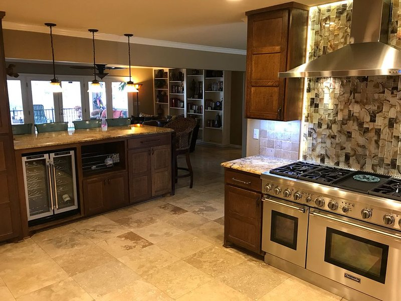Very convenient Lake Hamilton luxury lake house!, holiday rental in Hot Springs