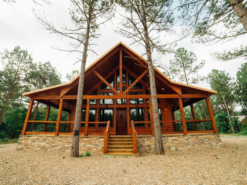One of these Nights Cabin - NEW! 1 BR Gorgeous Honeymoon Lodge sleeps up to 4, vacation rental in Broken Bow