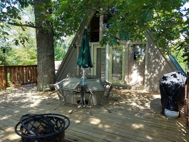 Relaxing Lakefront Getaway Near Marina, Park, & Town, holiday rental in Somerset