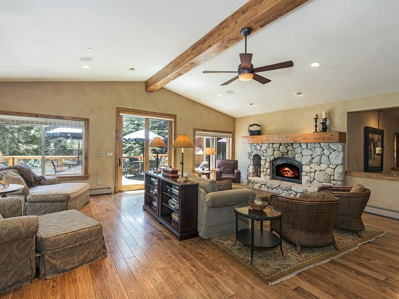 Spectacular 5,400' Luxury Multi-Family Home, 6 BD, 6 1/2 BR on quiet cul-de-sac, alquiler de vacaciones en Lago Tahoe