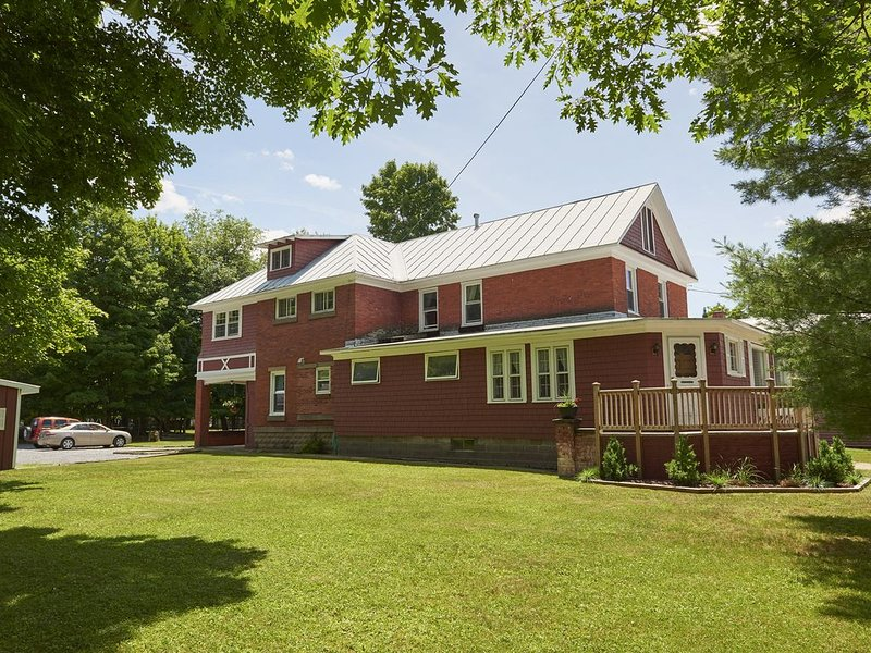 "Välkommen till ""The Big Red House"" 134 Garmon Ave. Old Forge, NY"