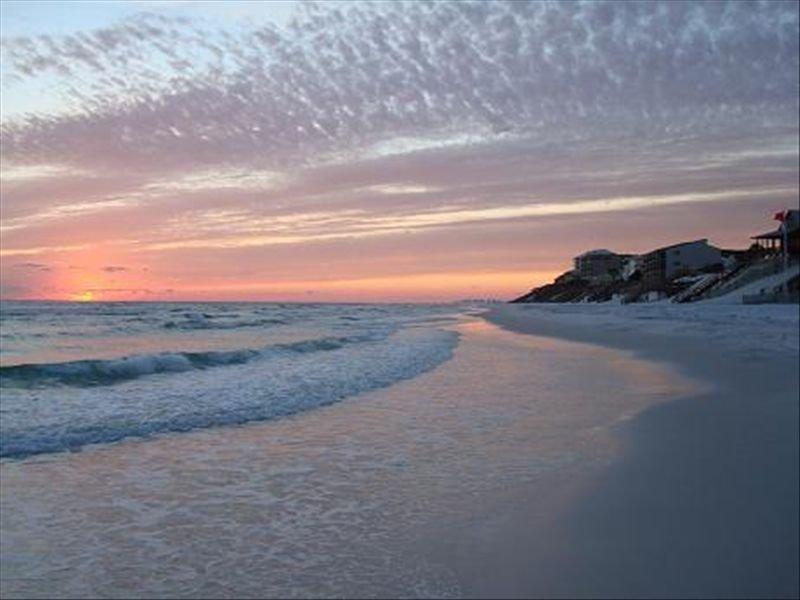Beach opens 5/1!! Gorgeous Gulf Front condo! Sleeps 6. Ask about Fall Specials!, casa vacanza a Blue Mountain Beach