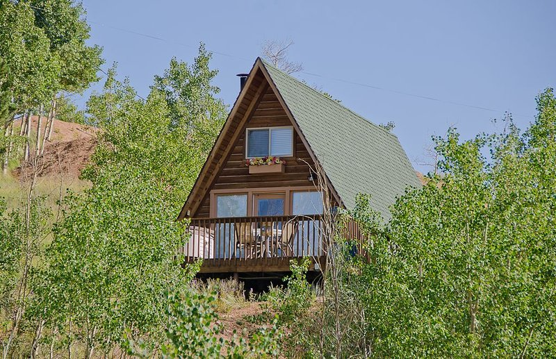 Cripple Creek Cozy Cottage for 2 with Hot Tub, holiday rental in Cripple Creek