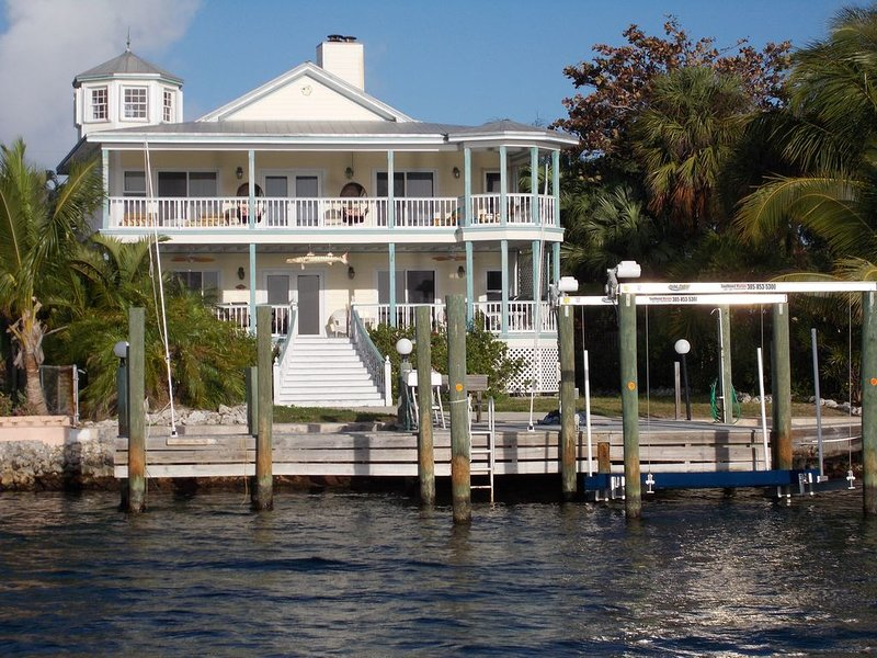 'We Love Key Largo' - 3 Story Oceanfront Home, aluguéis de temporada em Tavernier