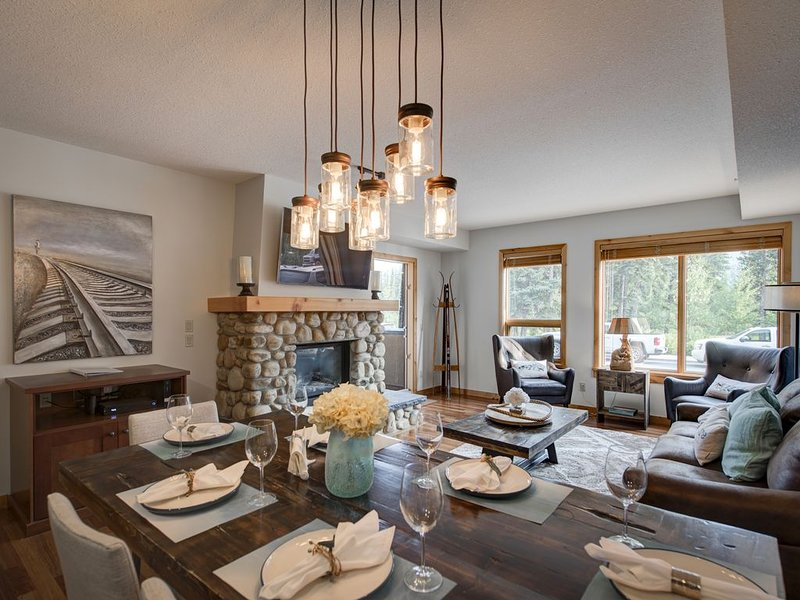 Stunning Mountain Retreat In Rundle Cliffs Lodge - Spring Creek Mountain Village, alquiler de vacaciones en Kananaskis Country