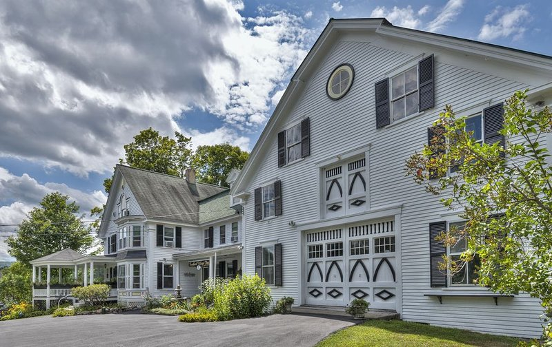 Grand Victorian Home on 3 Landscaped Acres in a Rural Village Setting, holiday rental in Henniker