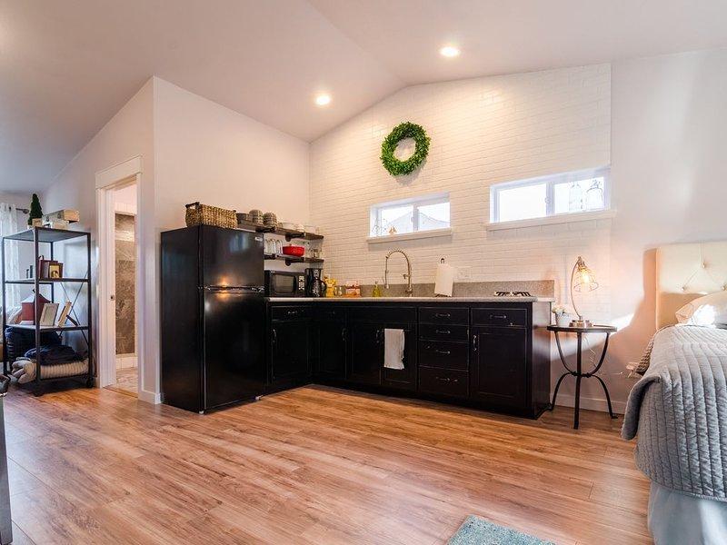 Scenic Loft,Private getaway, kitchenette,OSU Willamette Valley,Honeymoon, holiday rental in Corvallis