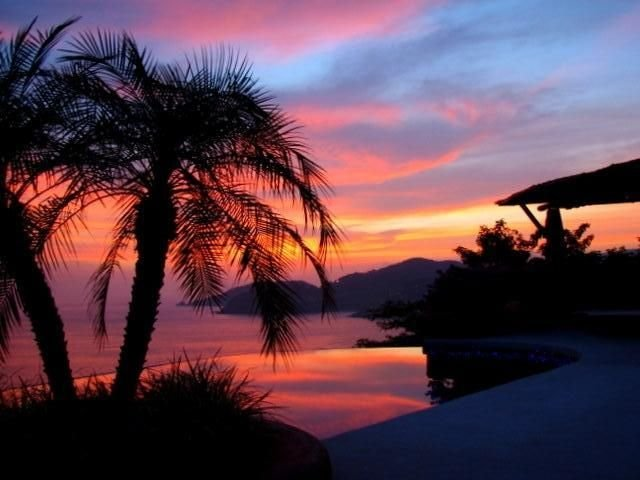 Vista Bahia, a Luxurious 1,2 or 3 BR/3 BA Condo-Playa La Ropa, holiday rental in Zihuatanejo