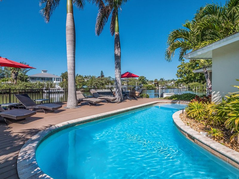 Waterfront Luxury North End w/ Dock, Heated Pool, Spa and No Steps!, holiday rental in Anna Maria