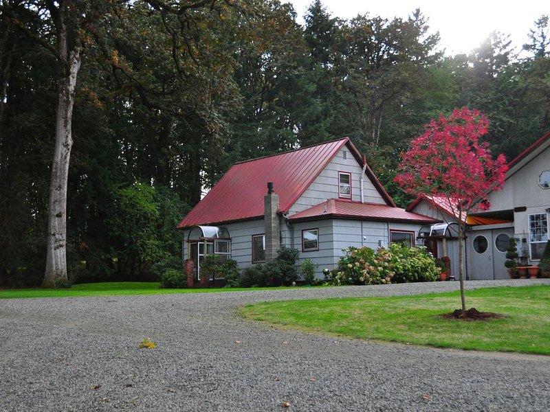 1880's Farm House on a Christmas Tree Farm 5 Minutes to Oregon State University, holiday rental in Corvallis