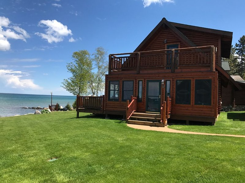 Straits of Mackinaw log Cabin. Spectacular views of Mackinac Island! Kayaks incl, holiday rental in Cheboygan County