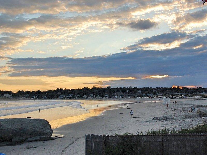 Water Views! Beach! 5 Bedrooms!, holiday rental in Middletown