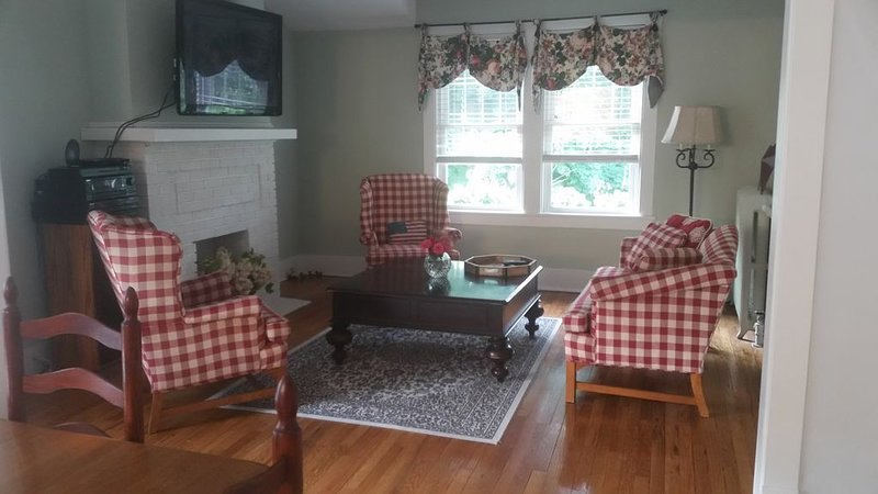 Two Bed/1 Bath Apartment -  East Lake Bluff, Illinois, holiday rental in Arlington Heights