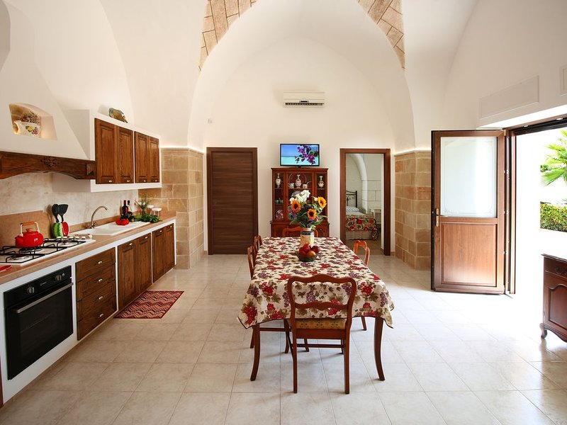 SALENTO, CHARMING APARTMENT 100 M. FROM THE SEA BETWEEN GALLIPOLI AND LEUCA, location de vacances à Posto Rosso