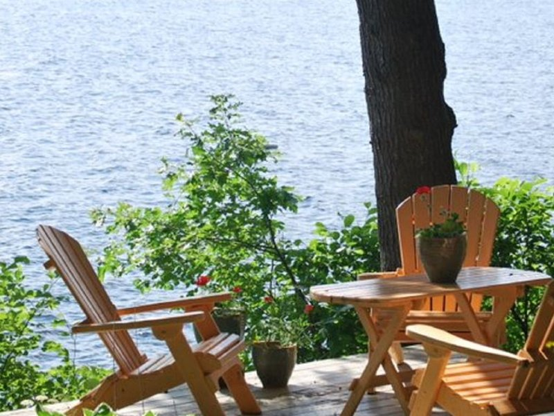 Classic Maine waterfront cottage on pristine Highland Lake Windham/Falmouth, vacation rental in Windham