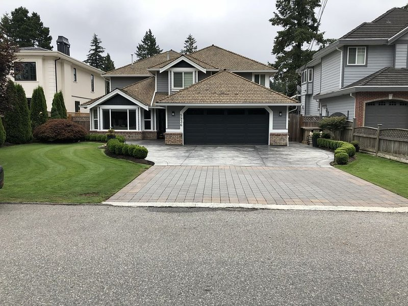Warm and Cozy ( 7 bedroom  plus 4.5 bath) Full House, holiday rental in Surrey