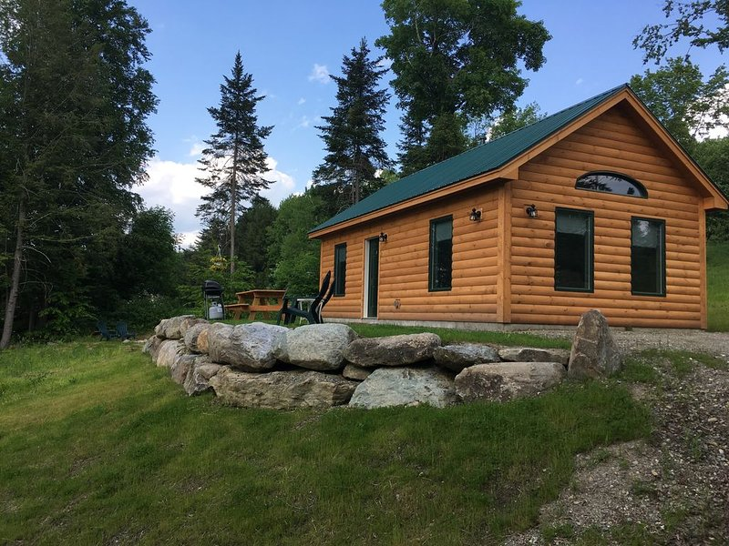 1 Cabin rentals near Stowe, Smuggler's Notch, breweries and hiking trails., vacation rental in Craftsbury