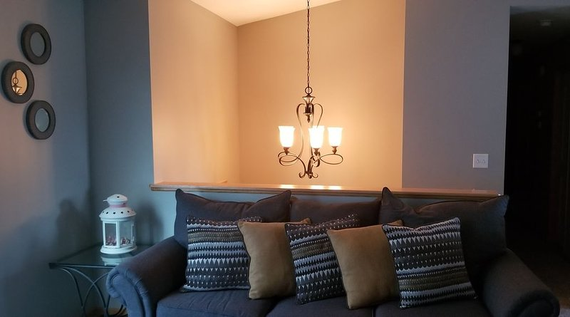 Family, Fun, and Football! 7mins from Downtown Lincoln!! Quiet Neighborhood!, location de vacances à Lincoln