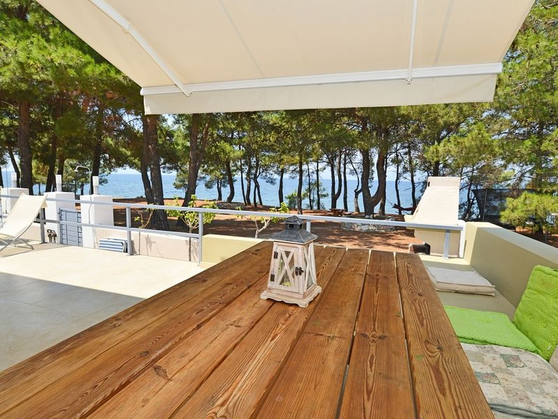 house first line from the sea, holiday rental in Skala Sotiros