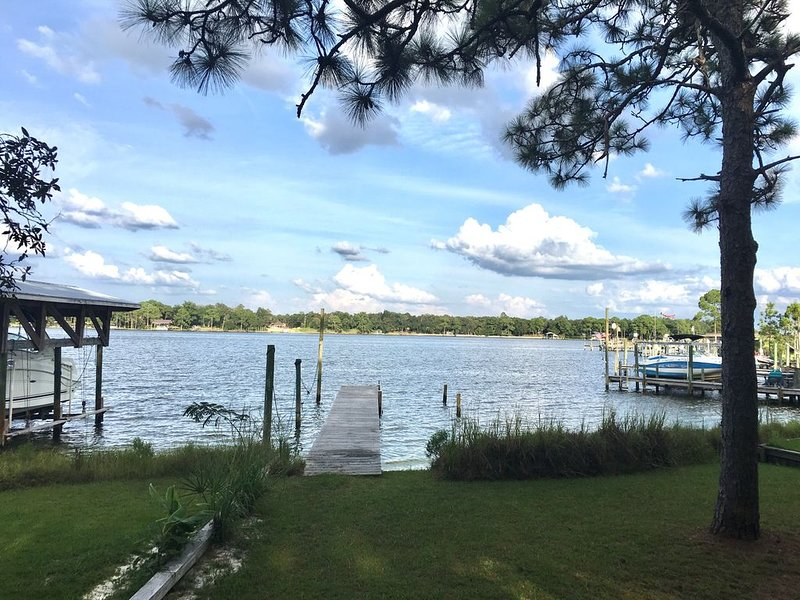 3Bd/2Ba Charming Waterfront Cottage with Private Beach/Dock ; Bring your boat!, holiday rental in Niceville