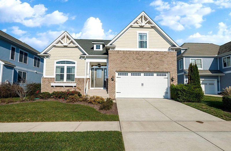 Large Luxurious 4BR Home in Amenity filled Resort Community- Near Ocean and Bay, location de vacances à Fenwick Island
