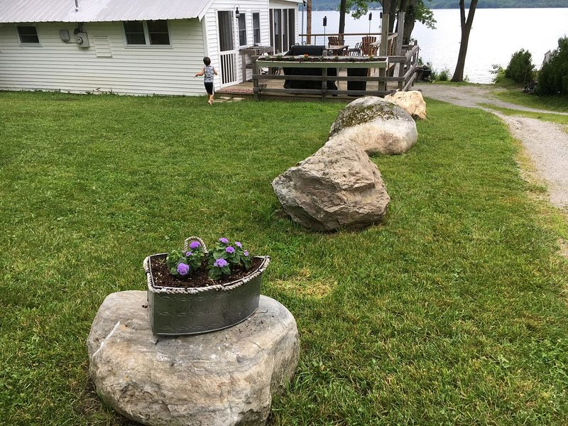Cozy 3-Bedroom Cottage on St. Albans Bay - Kayaks & Paddleboards Included!, holiday rental in Grand Isle
