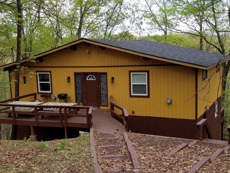 Completely Renovated Child Proofed Home in the Beautiful Pocono Mountains – semesterbostad i Bushkill