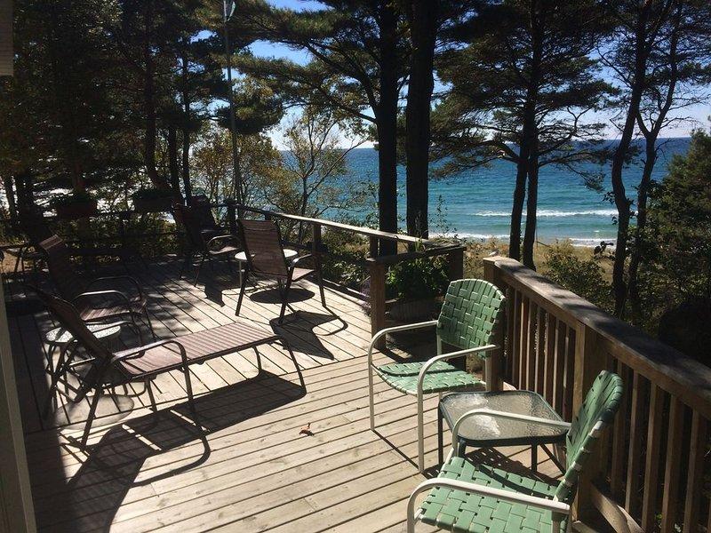 Cottage on Lake Michigan - Private Beach, aluguéis de temporada em Rothbury