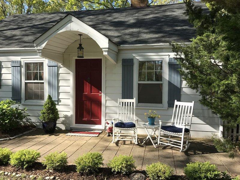 Close to everything! Steps to water and beach, hiking, kayaking, sailing., vacation rental in Sag Harbor