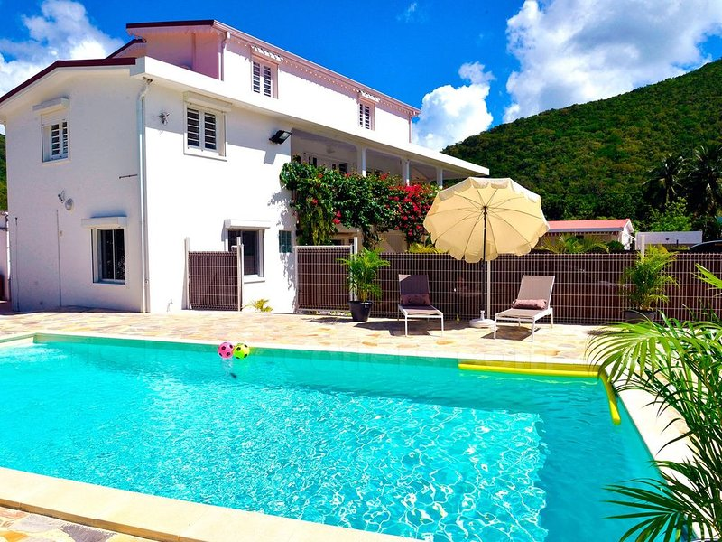 Luxury Jamaique Apartment With Pool View, holiday rental in Bellefontaine