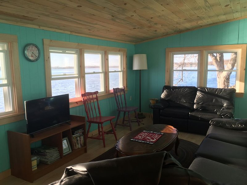 Spacious, Rustic Cabin on Lake Champlain, Vermont Waterfront Rental, holiday rental in Grand Isle