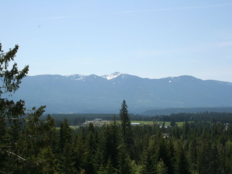 On the Selkirk Loop & the route to Banff or Glacier,  just off US 95 and 2, vacation rental in Moyie Springs
