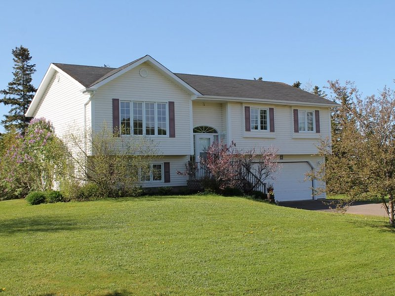 Perfect Location - 10 Minutes From Downtown Charlottetown, holiday rental in Cornwall